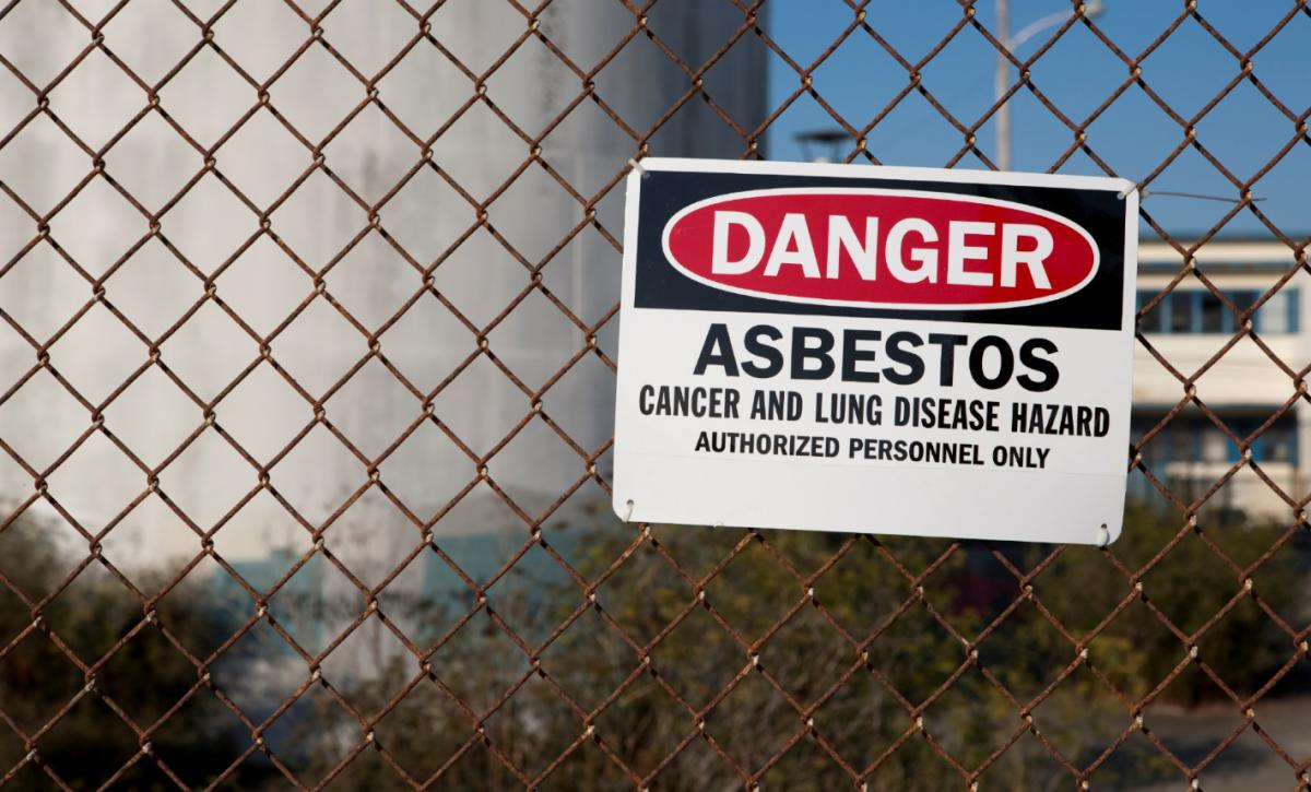 Sign that warns of asbestos