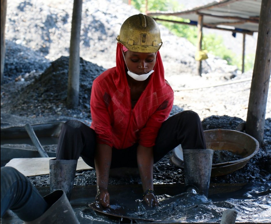 Female small-scale miner in Africa