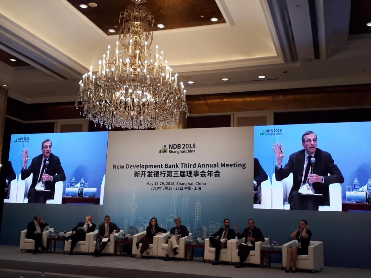 IISD President and CEO Scott Vaughan presents at the NDB's Third Annual Meeting in Shanghai, China
